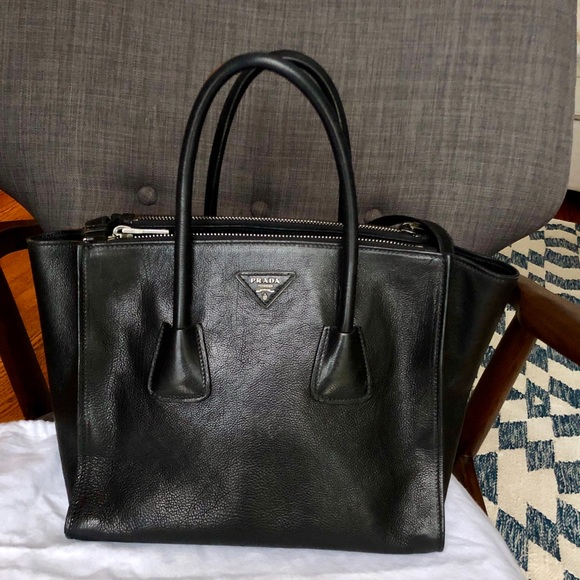 6ba97bc2b8f2 Prada Black Glace' Calf leather handbag. M_5c3e80572e14785fcc6c1992
